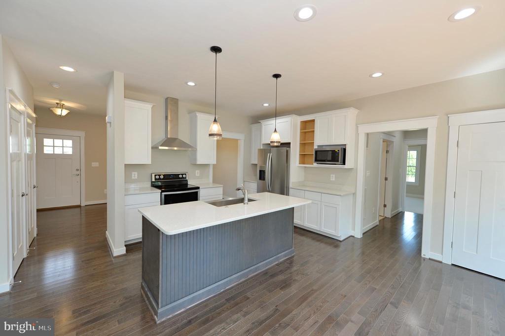 Kitchen with island and quartz countertops - 3 CLARA MAE COURT, ROUND HILL