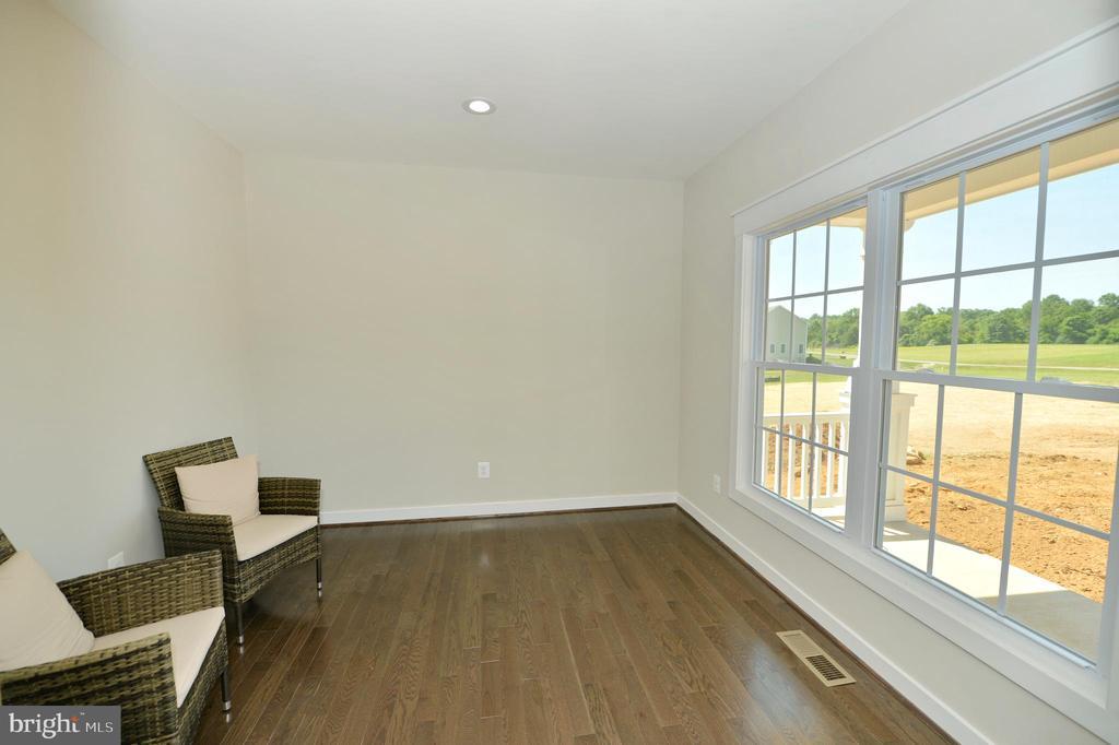 Office/den/study with hardwoods - 3 CLARA MAE COURT, ROUND HILL