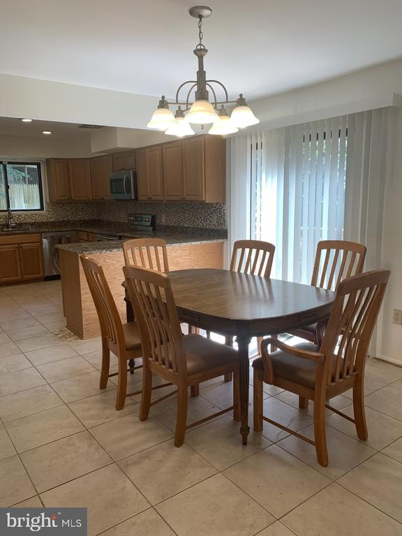 Breakfast Area With Sliding Door to 2nd Deck - 6012 VALERIAN LN, NORTH BETHESDA