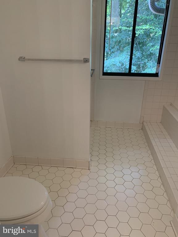 Bathroom Suite - 6012 VALERIAN LN, NORTH BETHESDA