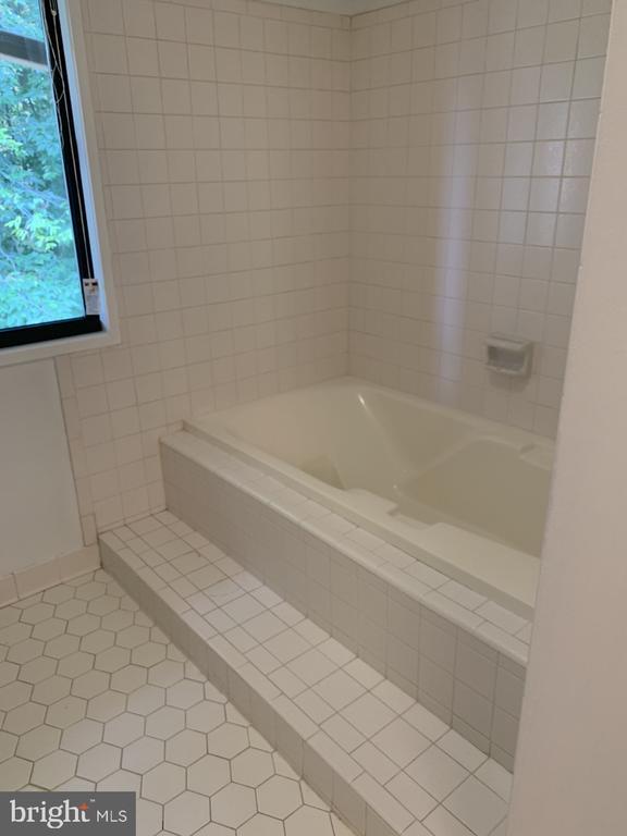 Master Bathroom - 6012 VALERIAN LN, NORTH BETHESDA