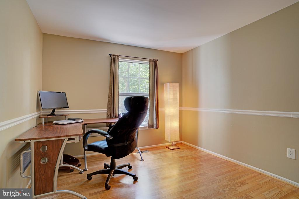 Upper level 2nd bedroom - 5994 POWELLS LANDING RD, BURKE