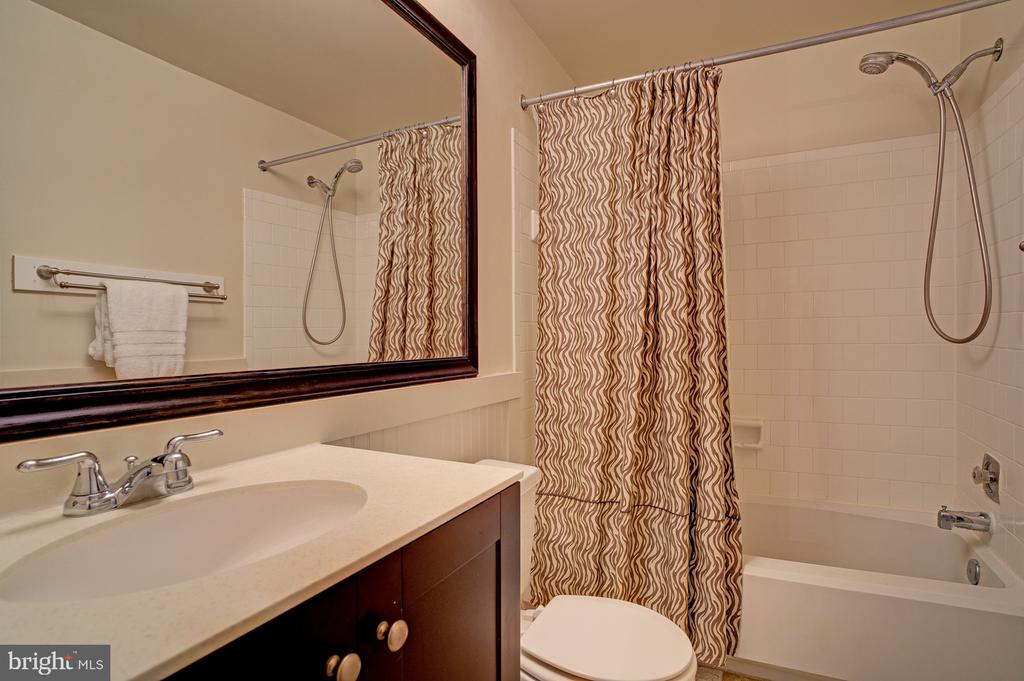 Updated bath on upper level - 5994 POWELLS LANDING RD, BURKE