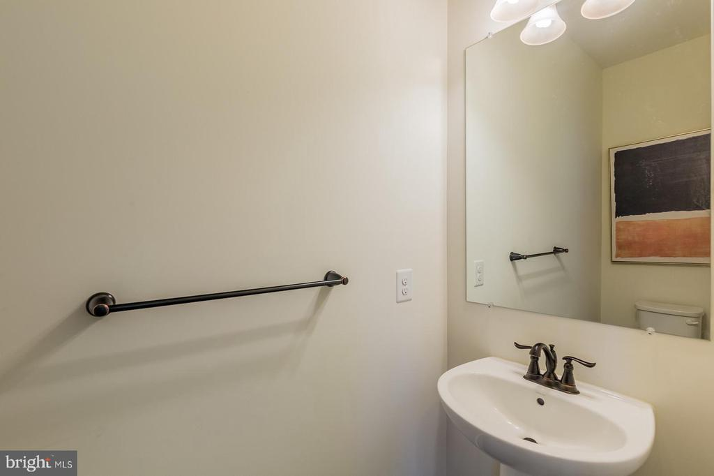 Powder room on main level - 2232 POTOMAC RIVER BLVD, DUMFRIES
