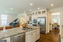 Gourmet kitchen with stainless appliance - 2232 POTOMAC RIVER BLVD, DUMFRIES