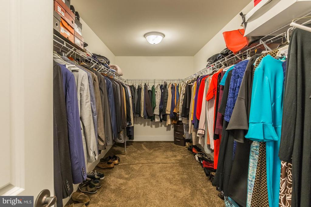 Now that's a closet! - 2232 POTOMAC RIVER BLVD, DUMFRIES