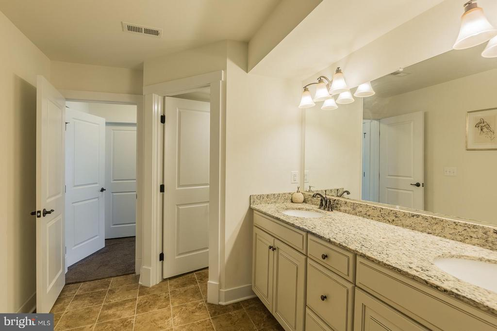 The master bath is gorgeous - 2232 POTOMAC RIVER BLVD, DUMFRIES