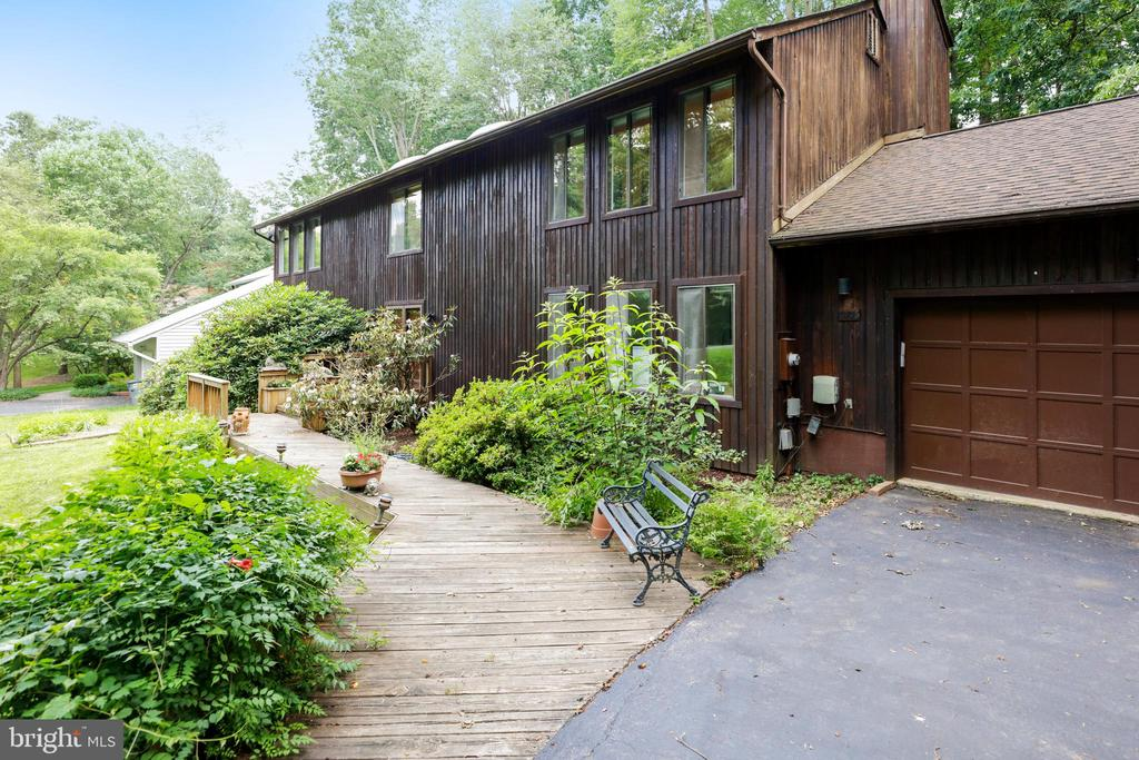 Centrally located  steps from SVES! - 10733 CROSS SCHOOL RD, RESTON