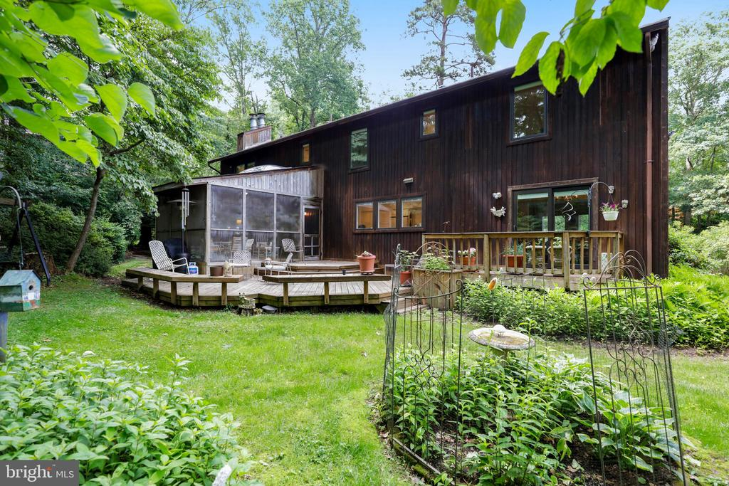 Plenty of space to garden - 10733 CROSS SCHOOL RD, RESTON