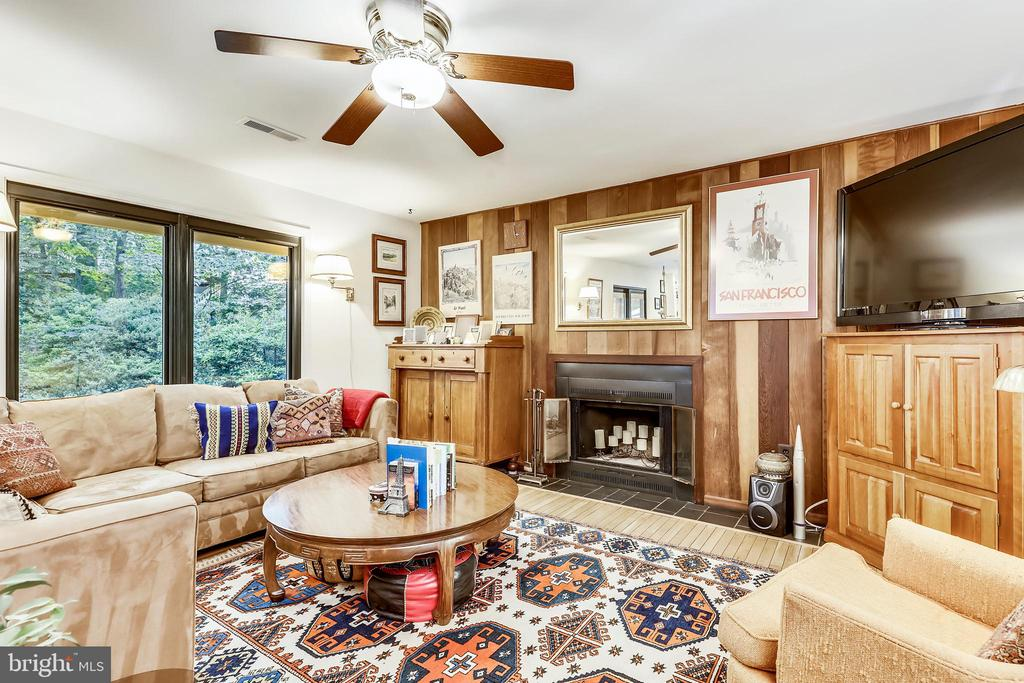 Kitchen opens to cozy FR with wood burning FP. - 10733 CROSS SCHOOL RD, RESTON