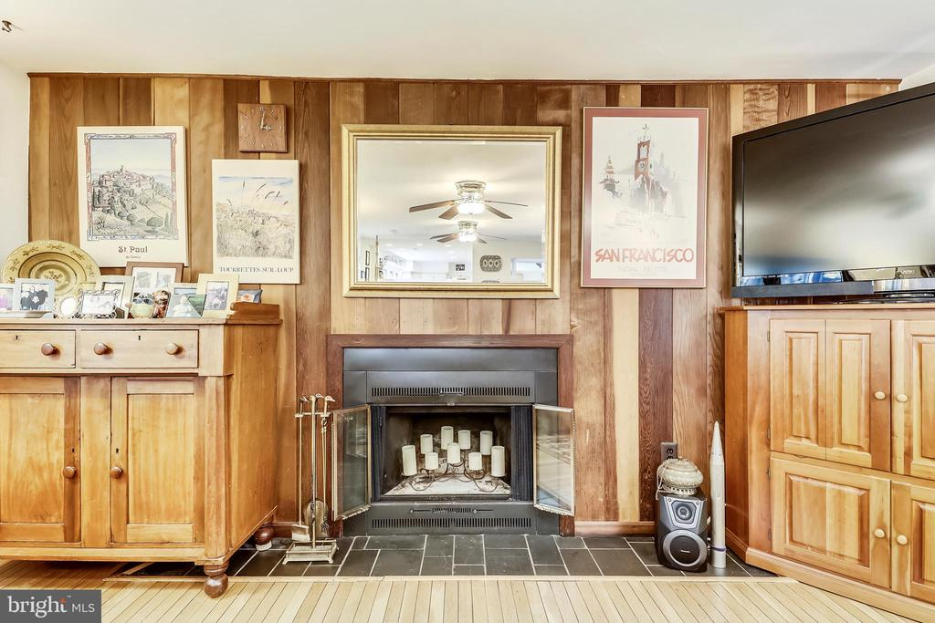 Architectural details throughout - redwood wall! - 10733 CROSS SCHOOL RD, RESTON