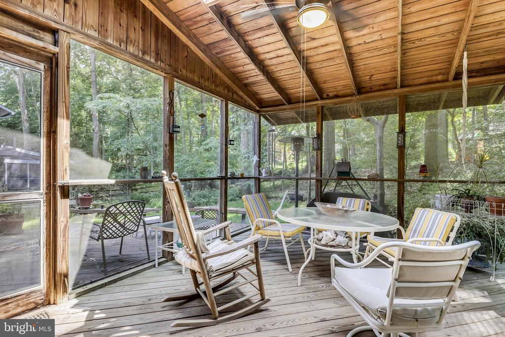 Your own private oasis in nature! - 10733 CROSS SCHOOL RD, RESTON
