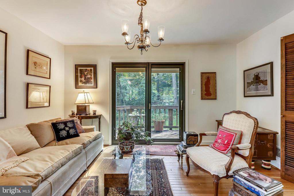 Living room opens to patio/deck - 10733 CROSS SCHOOL RD, RESTON