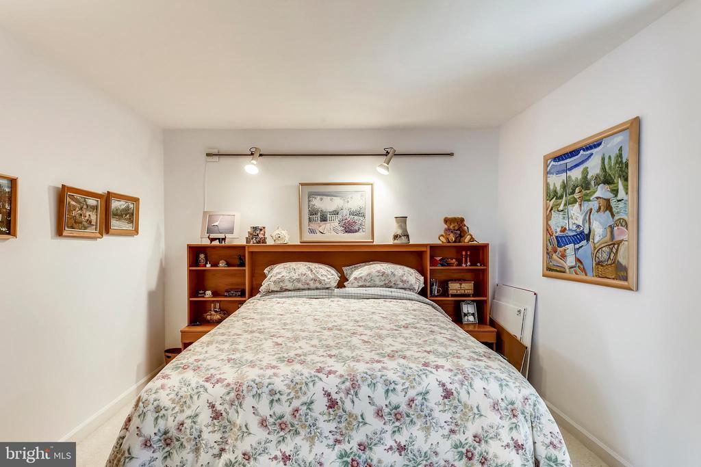 Bedroom 2 with track lighting, carpet - 10733 CROSS SCHOOL RD, RESTON