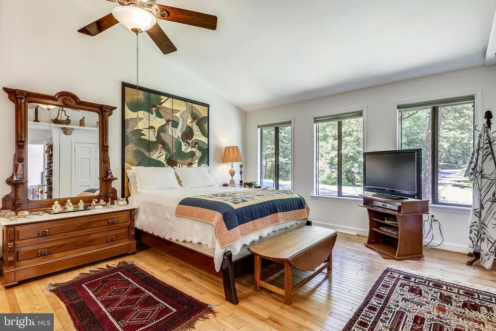 So much space to relax and unwind! - 10733 CROSS SCHOOL RD, RESTON