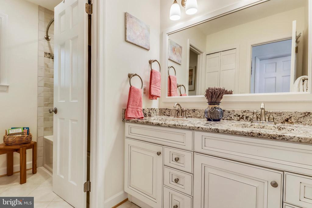 Remodeled full shared bath w/granite, dual vanity - 10733 CROSS SCHOOL RD, RESTON