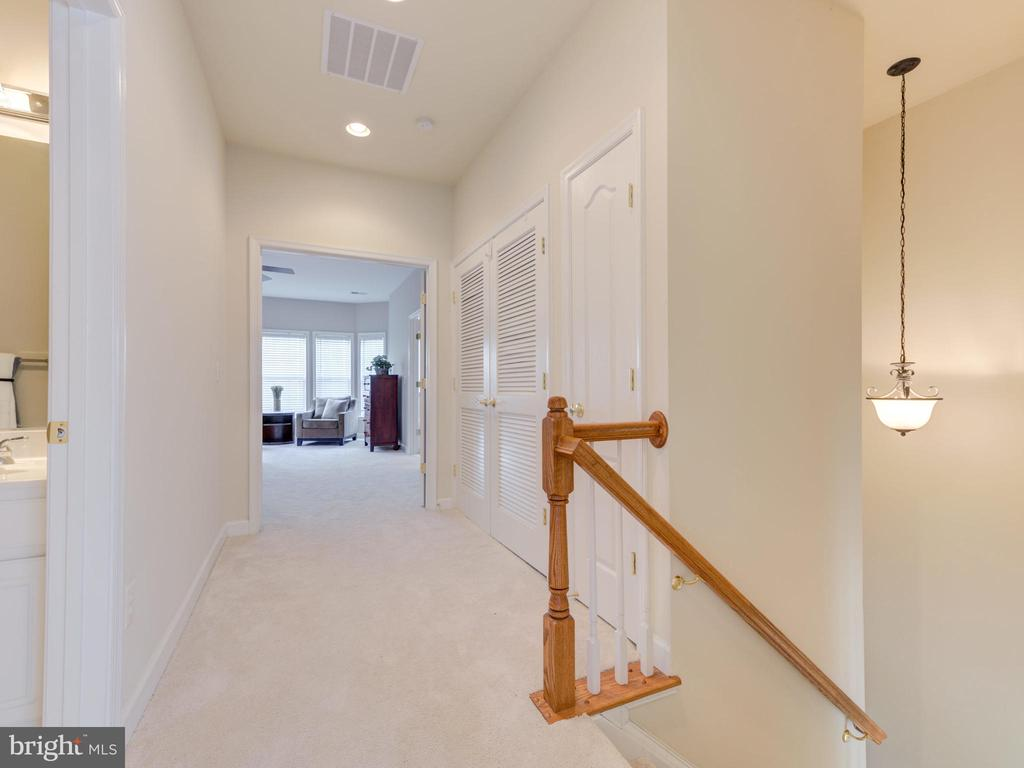 UPPER LEVEL HALL LANDING - 19145 COMMONWEALTH TER, LEESBURG