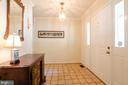 large foyer with ceramic tile floor - 4621 TAPESTRY DR, FAIRFAX