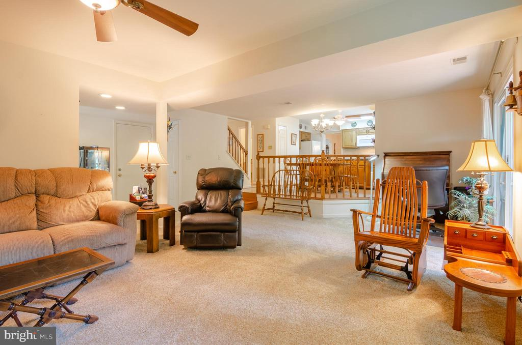 Family room - 4621 TAPESTRY DR, FAIRFAX