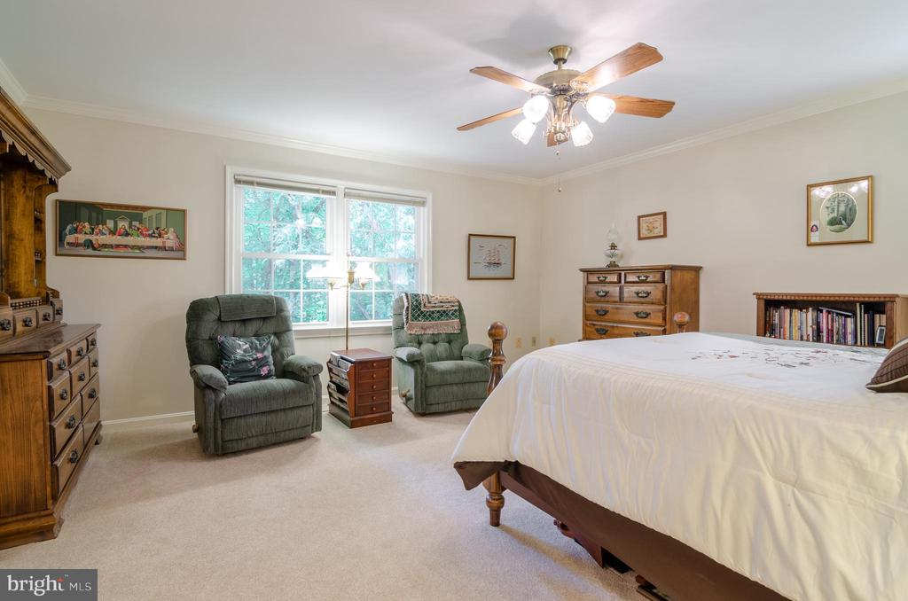 Master Bedroom with view of trees - 4621 TAPESTRY DR, FAIRFAX