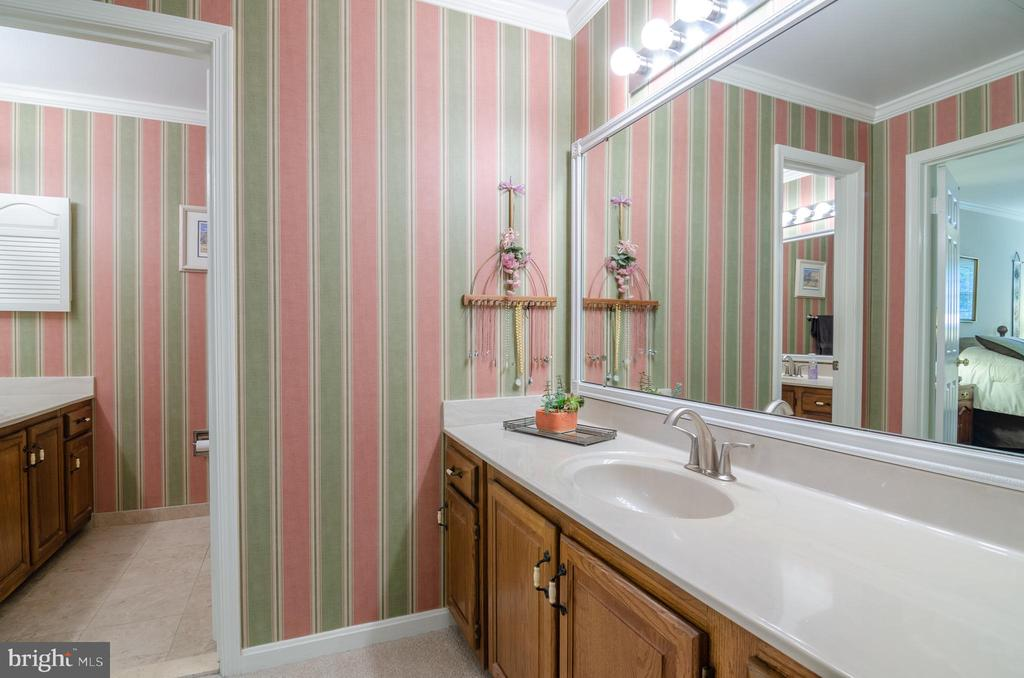 Dressing room area off Master bedroom - 4621 TAPESTRY DR, FAIRFAX