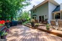 Beautiful and private multi-tiered deck - 4621 TAPESTRY DR, FAIRFAX