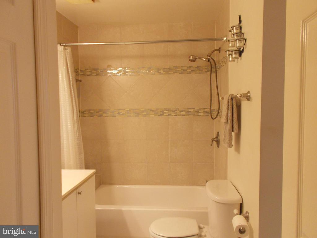 Updated shower! - 20602 CORNSTALK TER #102, ASHBURN