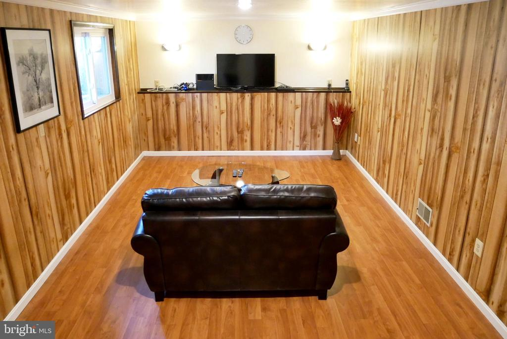 Hardwood Flooring in Basement Rec Room - 5614 DE SOTO ST, BURKE