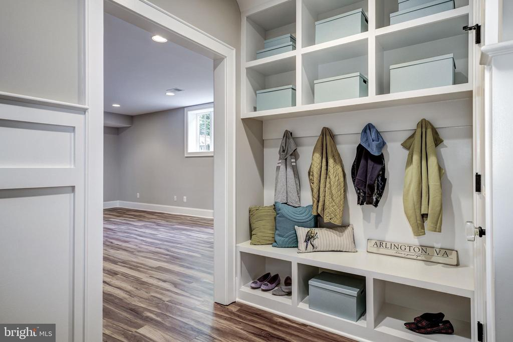 large two car garage opens to organized mudroom - 2320 N VERNON ST, ARLINGTON