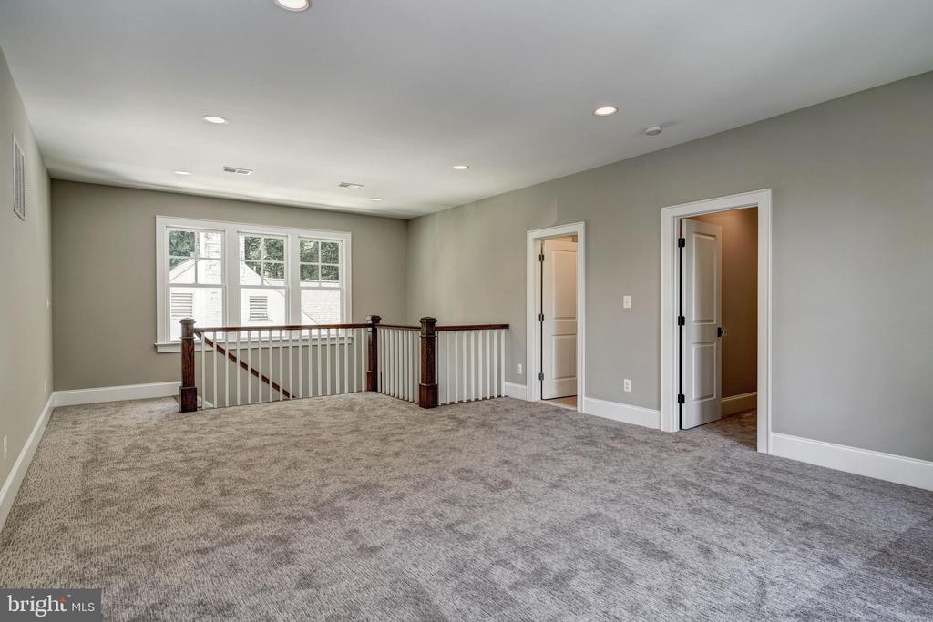 versatile top floor room-media, hobby, play - 2320 N VERNON ST, ARLINGTON