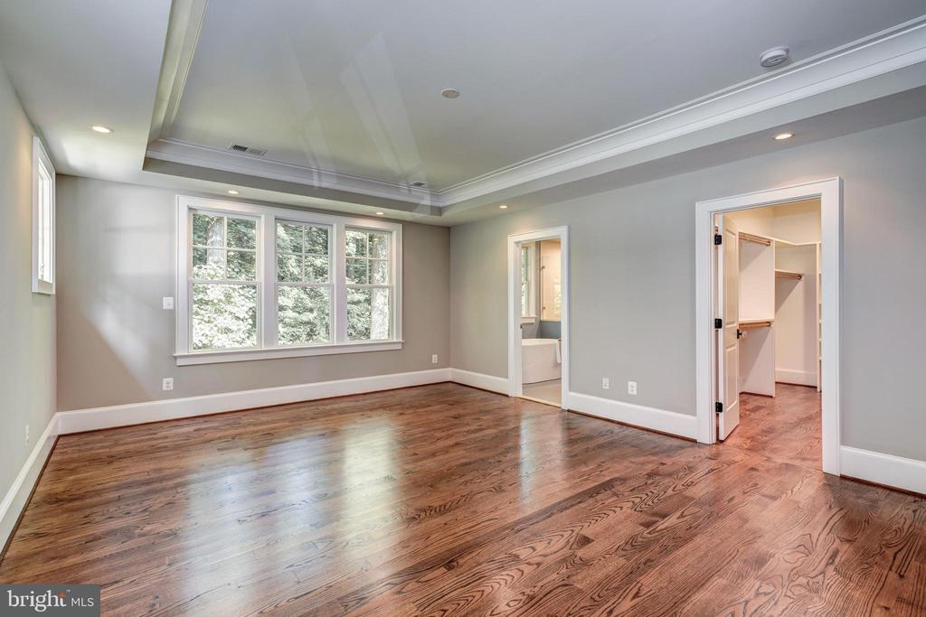 treed views enhance tranquility of master suite - 2320 N VERNON ST, ARLINGTON