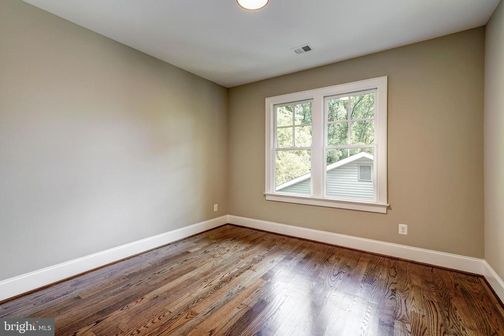 third bedroom on the quiet side of the home - 2320 N VERNON ST, ARLINGTON