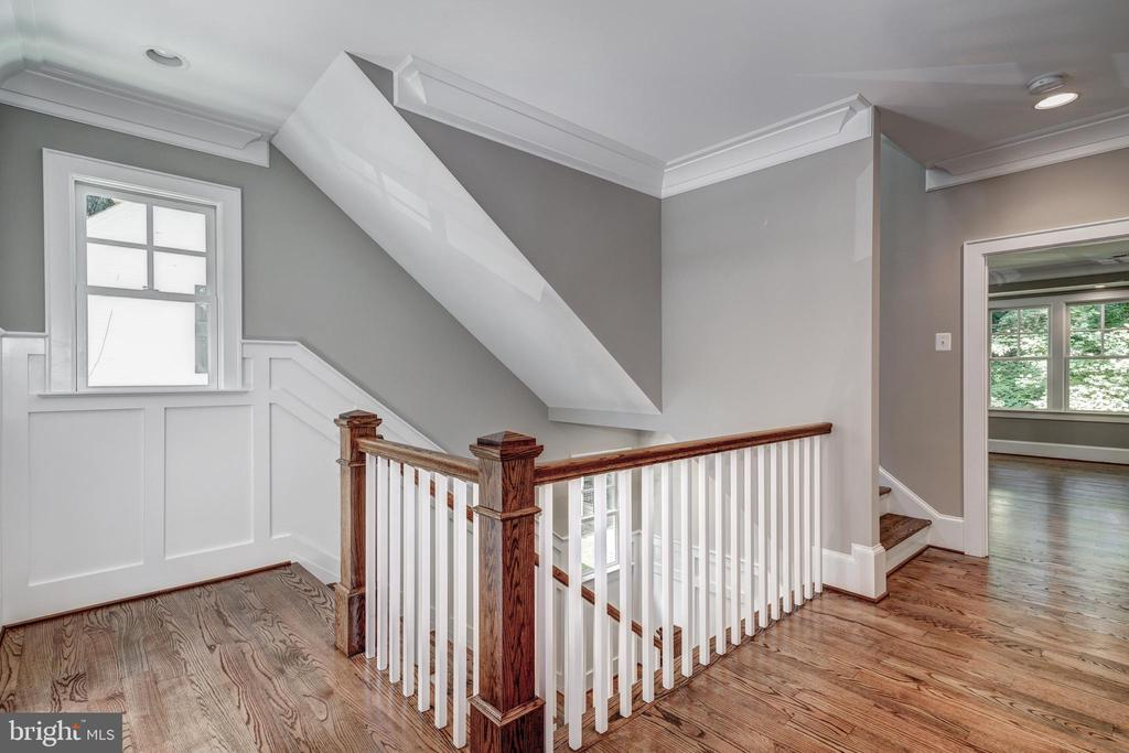 wainscoting, architectural detail at 2nd floor - 2320 N VERNON ST, ARLINGTON