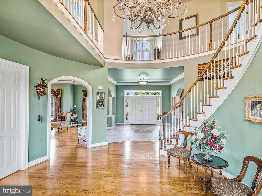 Grand 2 Story Foyer with Spiral Staircase - 17100 TWIN MAPLE LN, LEESBURG
