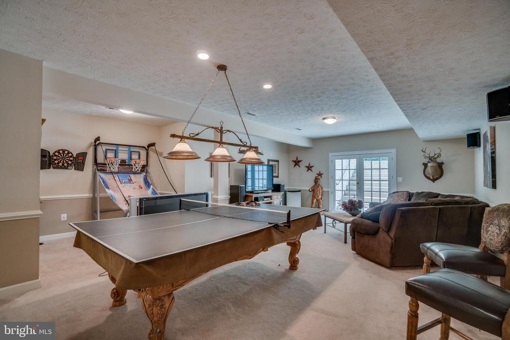 Recessed Lighting and Crown Molding - 175 SAINT MARYS LN, STAFFORD