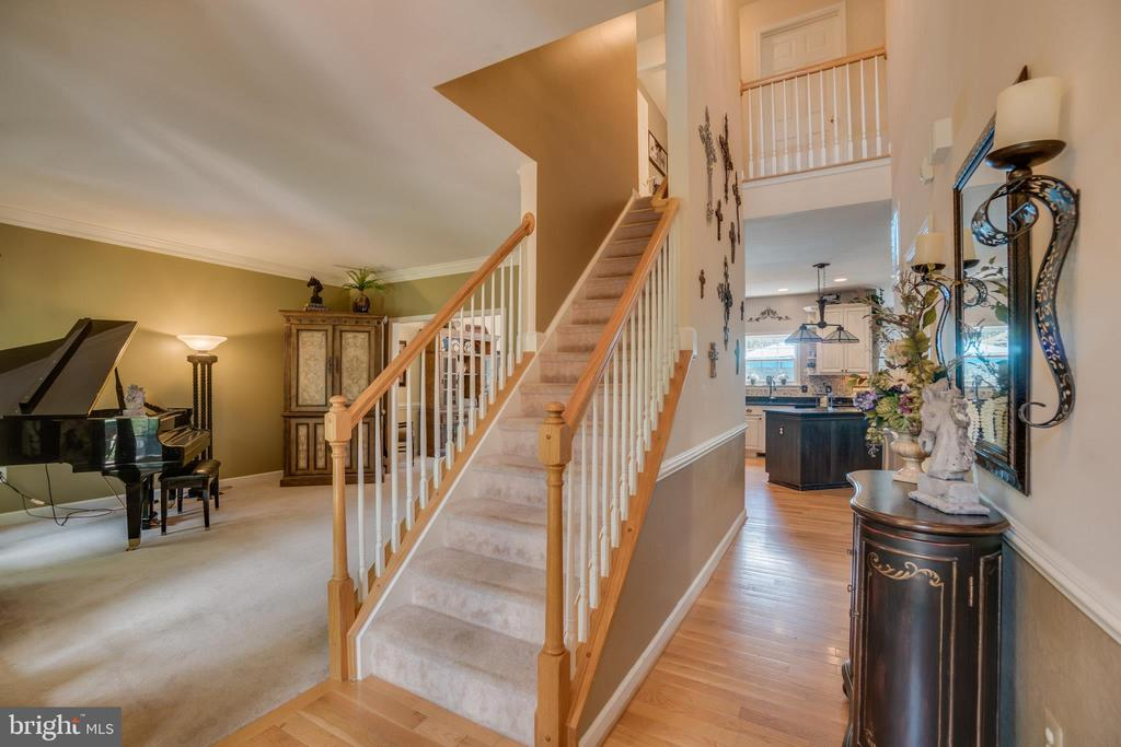 Hardwood Foyer Entrance - 175 SAINT MARYS LN, STAFFORD