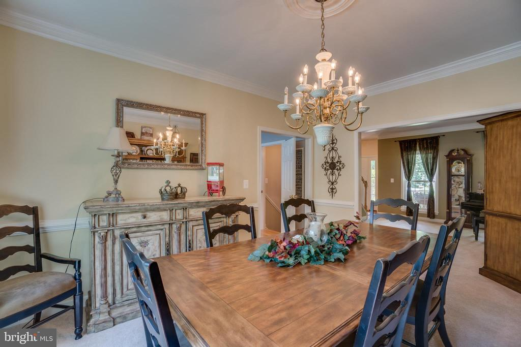 Formal Dining- Chair Rail and Crown Molding - 175 SAINT MARYS LN, STAFFORD