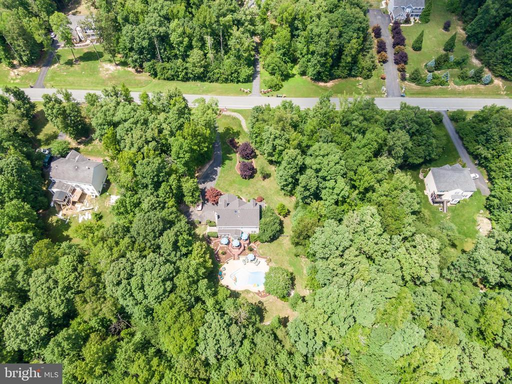 Don't Miss Out on this stunning Estate Home - 175 SAINT MARYS LN, STAFFORD