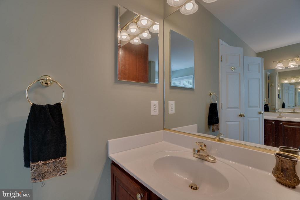 Split His & Hers Master Bath Vanities - 175 SAINT MARYS LN, STAFFORD