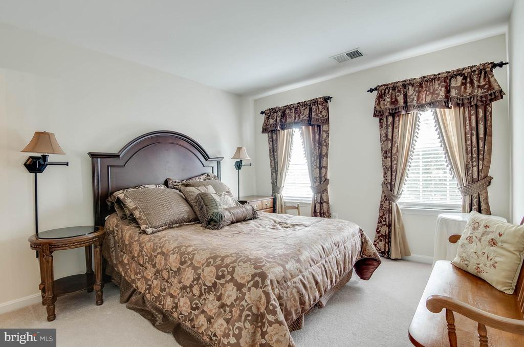 Upstairs Bedrm 4 w/ private Full Bathrm - 231 REBECCA DR, WINCHESTER