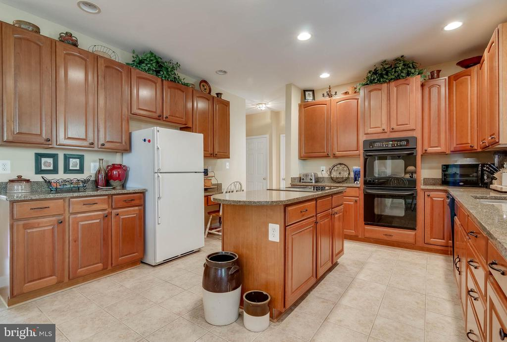 All the Cabinet Space You Need! - 231 REBECCA DR, WINCHESTER