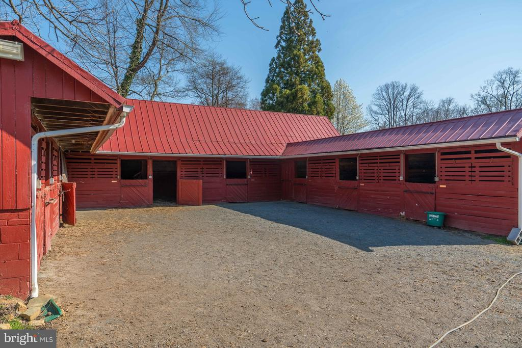 9 Stall Barn - 16001 OLD WATERFORD RD, PAEONIAN SPRINGS