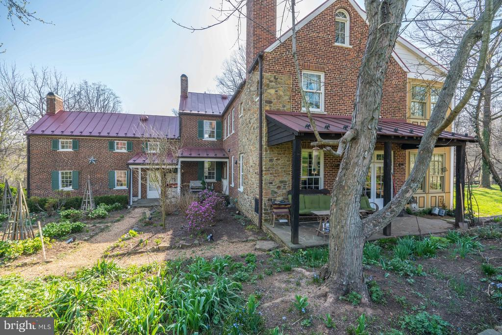Surrounded by Porches - 16001 OLD WATERFORD RD, PAEONIAN SPRINGS