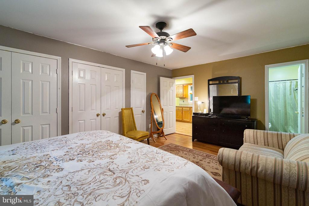 Master Bedroom - 261 TELEGRAPH RD, STAFFORD
