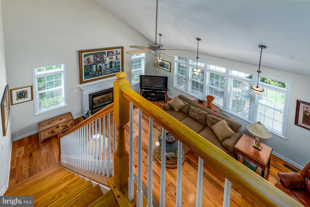 REAR STAIRCASE W/HARDWOODS - 25753 SPECTACULAR RUN PL, CHANTILLY