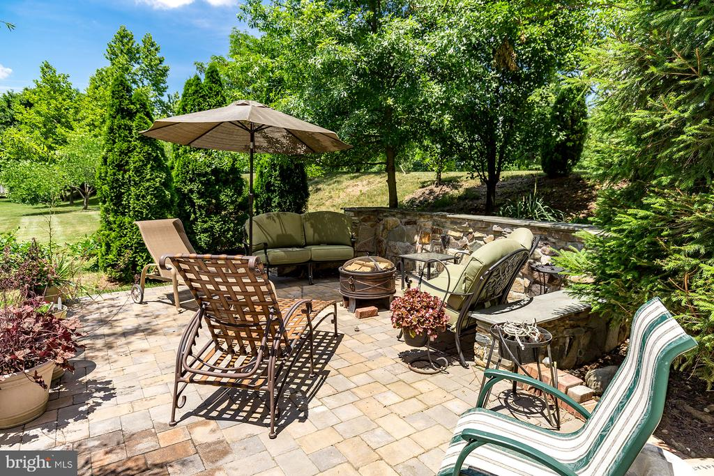 FIRE UP THE GRILL - 25753 SPECTACULAR RUN PL, CHANTILLY