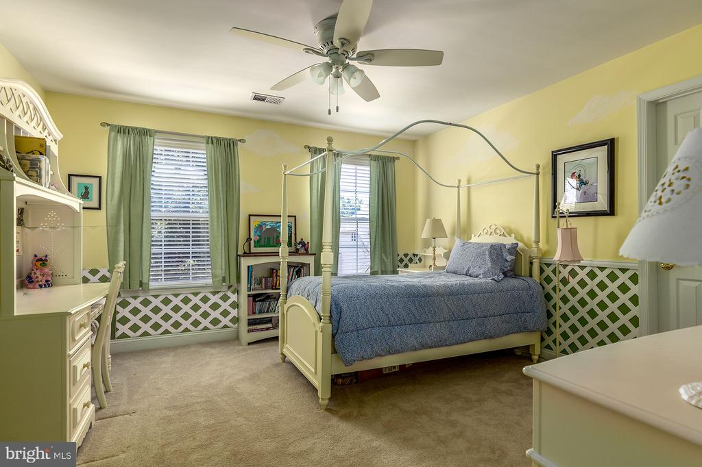 LIGHT AND BRIGHT SECONDARY BEDROOM - 25753 SPECTACULAR RUN PL, CHANTILLY