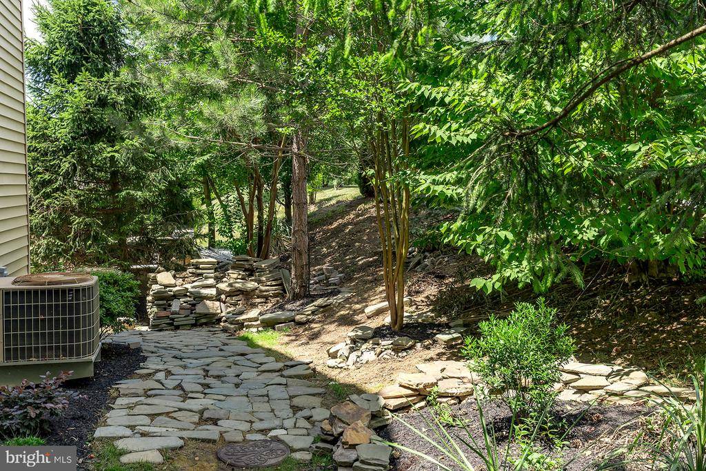 STONE WALKWAY FROM REAR YARD - 25753 SPECTACULAR RUN PL, CHANTILLY