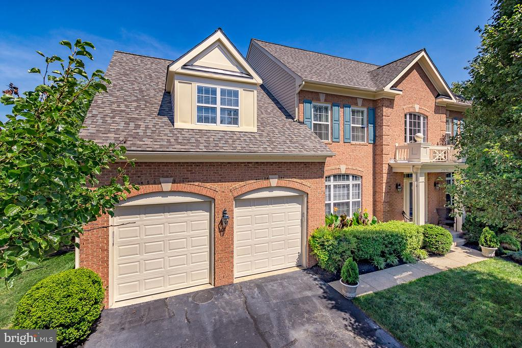 NEW, INSULATED GARAGE DOORS - 25753 SPECTACULAR RUN PL, CHANTILLY