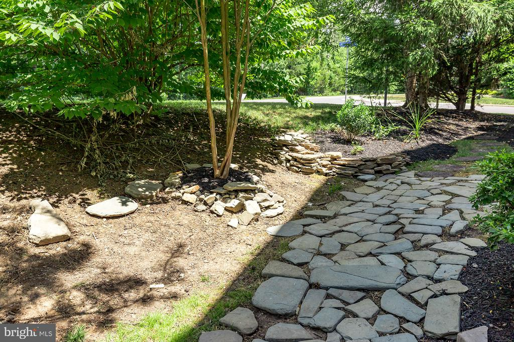 STONE WALKWAY AROUND SIDE OF HOME - 25753 SPECTACULAR RUN PL, CHANTILLY